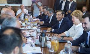«Όλα καλά» τα βλέπει ο Τσίπρας: Θα βγούμε από τα μνημόνια τον Αύγουστο του 2018