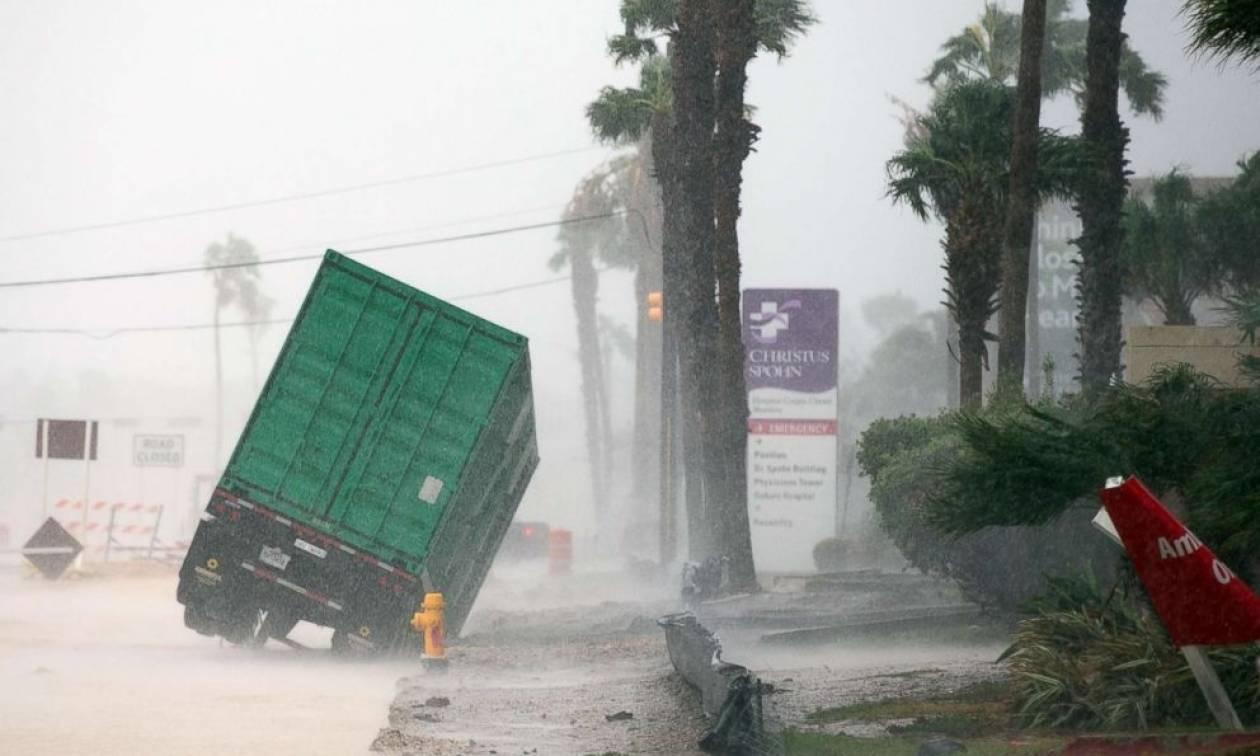 Η καταιγίδα Χάρβεϊ «σαρώνει» το Τέξας με καταστροφικές πλημμύρες - Τρεις νεκροί μέχρι στιγμής (Vids)