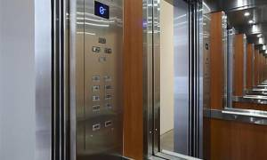 Βόλος: Παραλίγο τραγωδία μέσα σε ασανσέρ – Τρεις τραυματίες