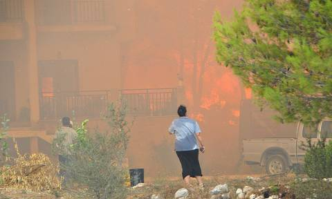 Firefighters fight to set Zakynthos fire under control