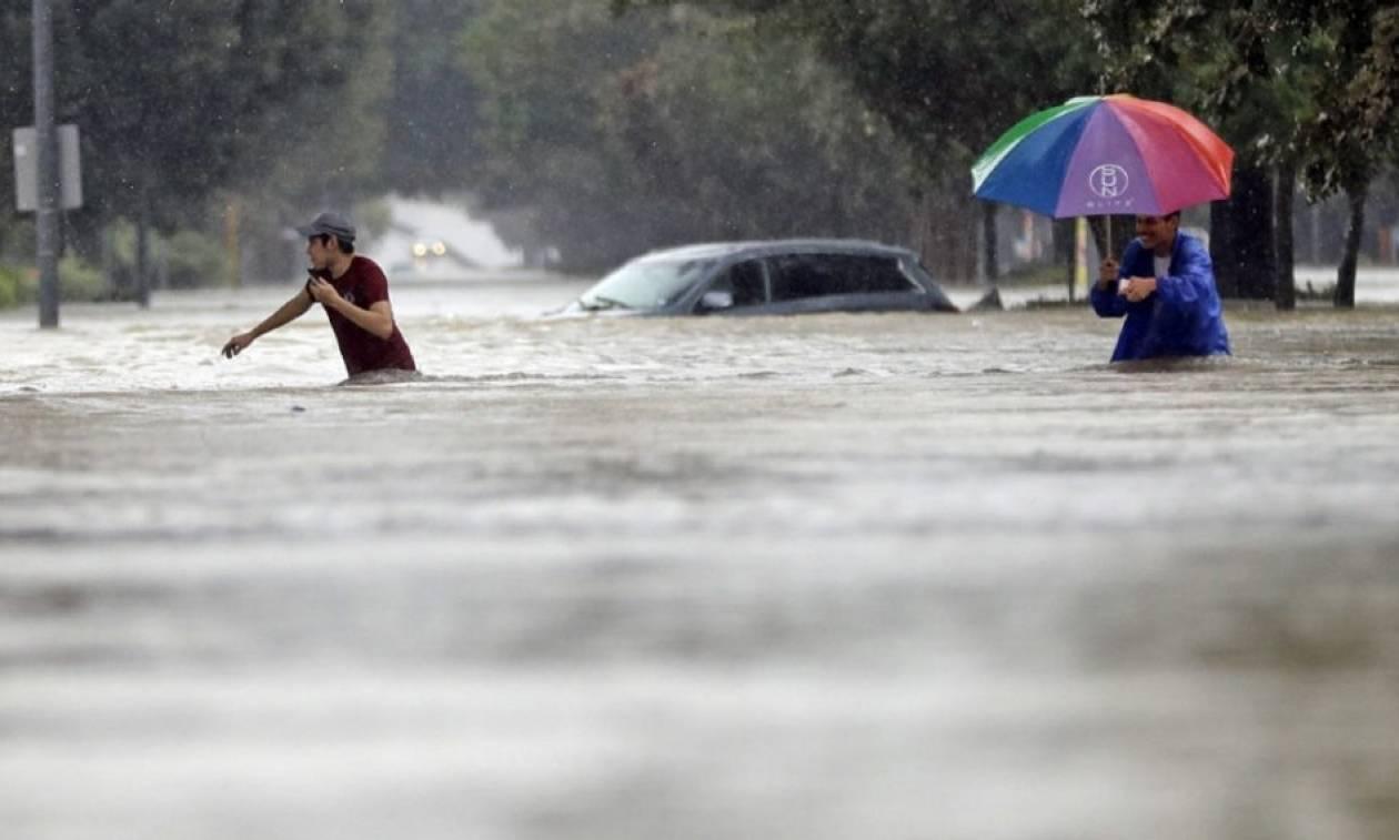 Καταιγίδα Χάρβεϊ: Χιλιάδες εγκλωβισμένοι - Συναγερμός στις Αρχές για λεηλασίες και ληστείες (vids)