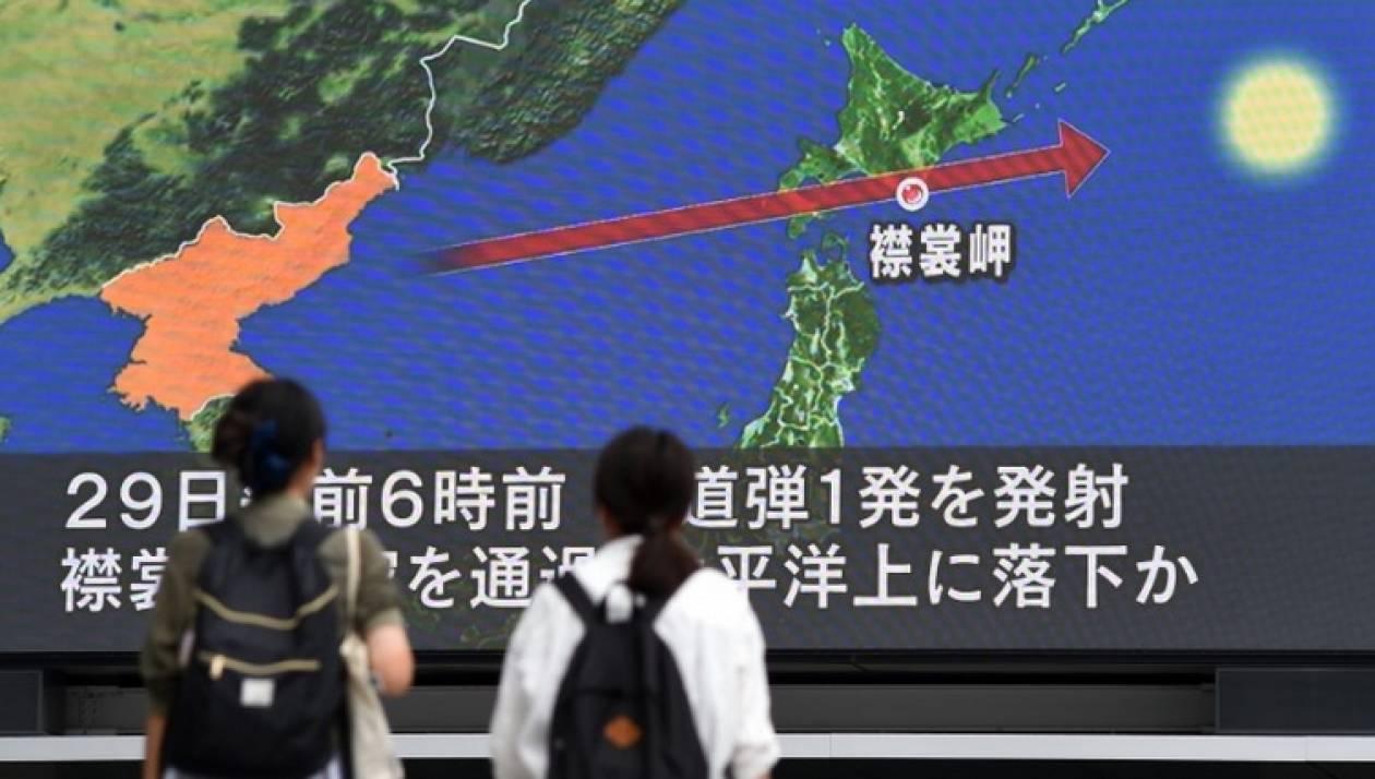 Σειρήνες πολέμου: Ο Κιμ Γιονγκ Ουν εκτόξευσε πύραυλο κατά της Ιαπωνίας (Pics+Vids)