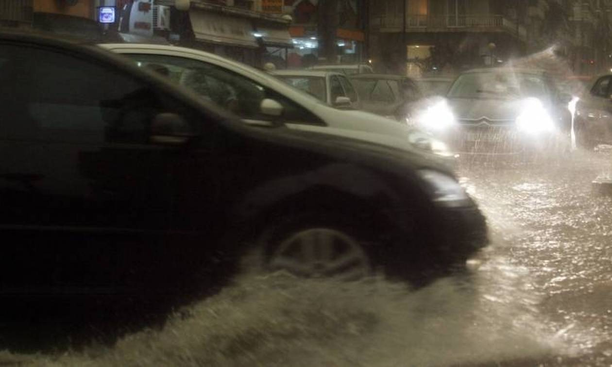 Καιρός: Προβλήματα σε Μακεδονία και Θεσσαλία από τις ισχυρές καταιγίδες