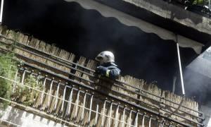 Πετρούπολη: Χαροπαλεύουν πατέρας και κόρη που απεγκλωβίστηκαν από φωτιά σε διαμέρισμα