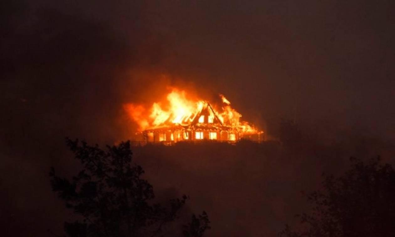 ΗΠΑ: Μεγάλη φωτιά στην Καλιφόρνια - Κάηκαν σπίτια