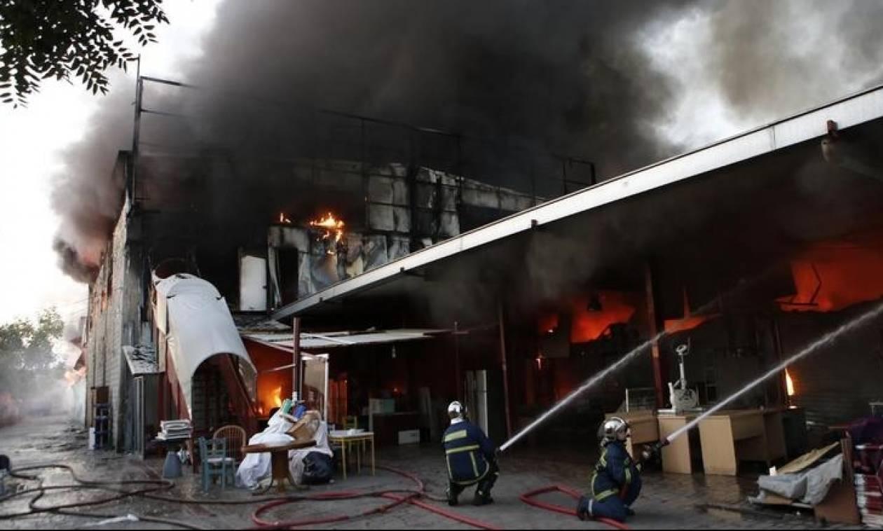 Φωτιά τώρα: Μεγάλη πυρκαγιά και εκρήξεις στην περιοχή της Αγίας Άννης στο Ρέντη