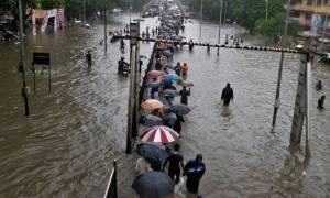 Εκατοντάδες οι νεκροί και εκατομμύρια οι άστεγοι από τις πλημμύρες σε Ινδία, Μπαγκλαντές και Νεπάλ