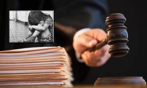 Φρίκη: Έμπαινε κρυφά τα μεσάνυχτα στο δωμάτιο της 14χρονης κόρης του και την βίαζε