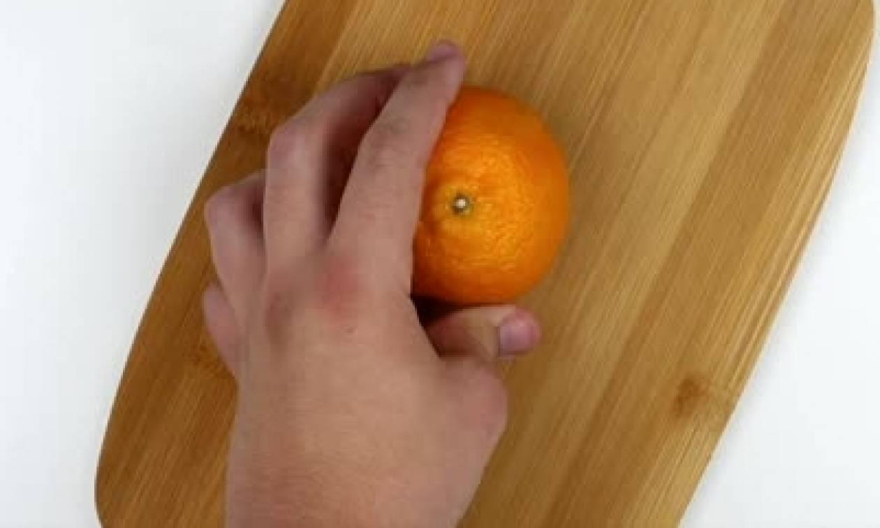 Κι όμως! Μέχρι τώρα καθαρίζεις... λάθος τα πορτοκάλια σου (video)