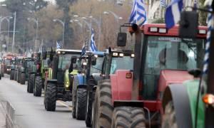 «Ζεσταίνουν» τα τρακτέρ τους οι αγρότες της Λάρισας