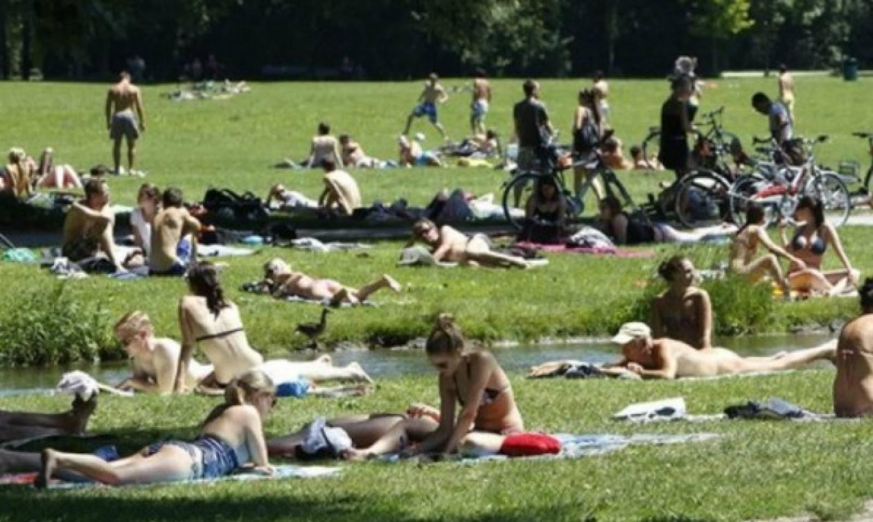 Το Παρίσι τολμά: Ανοίγει το πρώτο πάρκο για... γυμνιστές!