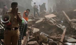 Ινδία: Αυξάνεται δραματικά ο αριθμός των νεκρών από την κατάρρευση κτηρίου (pics+vid)