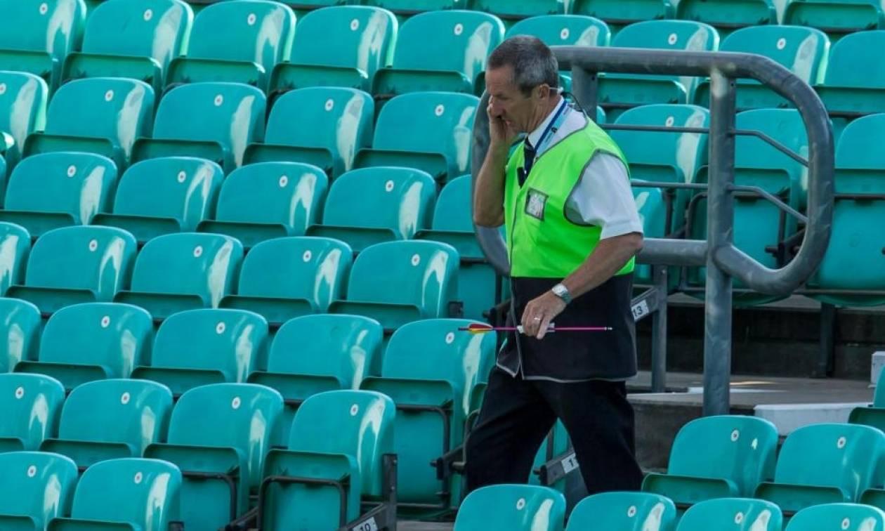 Πανικός στη Βρετανία: Εκκενώθηκε γήπεδο λόγω... ενός βέλους! (pic+vid)