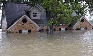 Θεομηνία στις ΗΠΑ: Τουλάχιστον 100.000 κατοικίες έχουν υποστεί ζημιές από την καταιγίδα Χάρβεϊ (Vid)