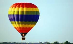 Το αερόστατο τον πήγε... στα σύννεφα ενώ μάζευε κουκουνάρια!