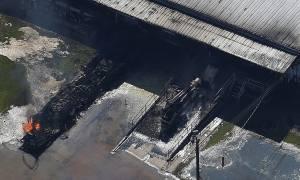 Καταιγίδα Χάρβει: Φλόγες και μαύρος καπνός στο εργοστάσιο χημικών στο Τέξας (vid)