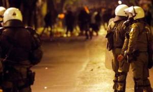 Επιθέσεις σε τρεις διμοιρίες των ΜΑΤ στα Εξάρχεια