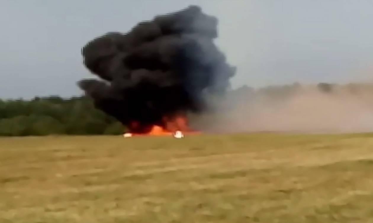 Βίντεο - σοκ: Αεροσκάφος συνετρίβη on camera - Δύο νεκροί