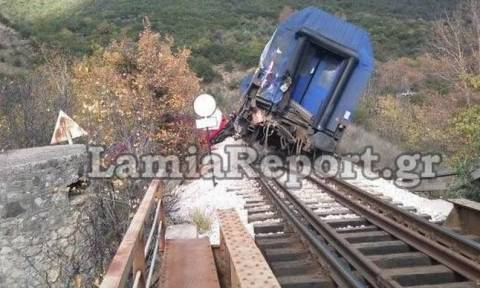 Athens-Thessaloniki rail line closed after goods train comes off tracks near Sperchio