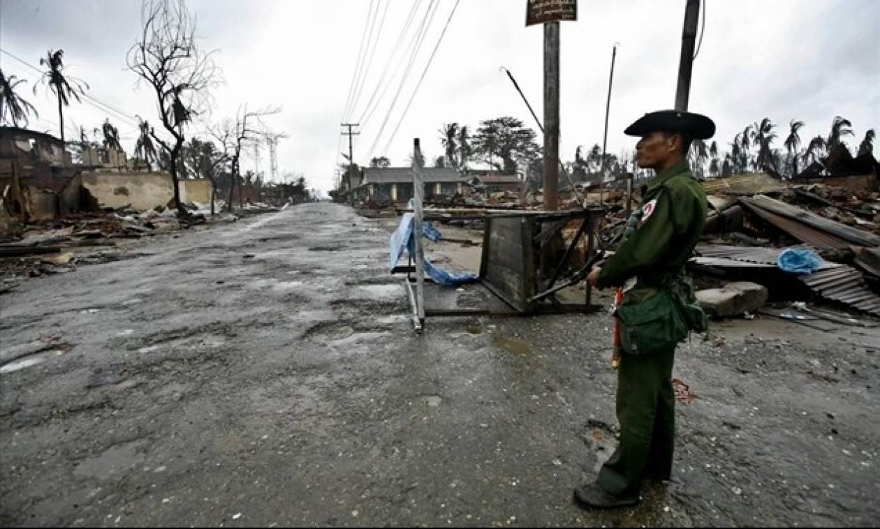 Μαίνονται οι μάχες στη Μιανμάρ: Τουλάχιστον 60.000 άνθρωποι εγκατέλειψαν τα σπίτια τους
