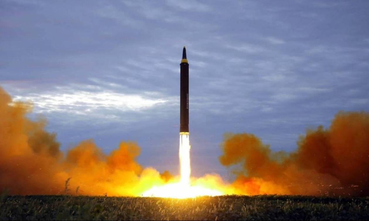 Κάποτε εχθροί, τώρα σύμμαχοι: Οι ΗΠΑ υπόσχονται να υπερασπιστούν την Ιαπωνία κόντρα στη Βόρεια Κορέα