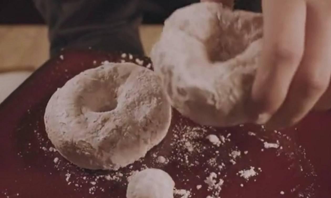 Τα επτά πιο γλυκά και γρήγορα κόλπα για την κουζίνα σας... (video)