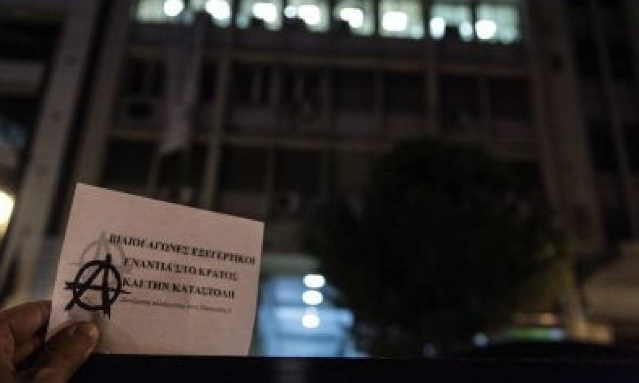 Κατάληψη από ομάδα αντιεξουσιαστών στα γραφεία της «Αυγής»