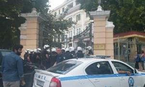 Εισβολή μελών του Ρουβίκωνα στο υπουργείο Μακεδονίας-Θράκης (vids)