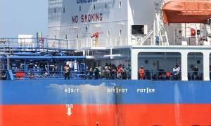 Στο λιμάνι του Ηρακλείου δεξαμενόπλοιο που περισυνέλεξε 103 μετανάστες από σκάφος