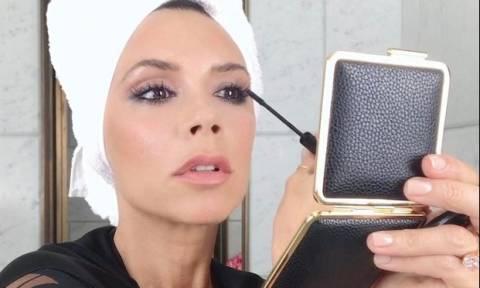 Victoria Beckham: Το τρικ στο μακιγιάζ που κάνει να φαίνονται μεγαλύτερα τα μάτια της