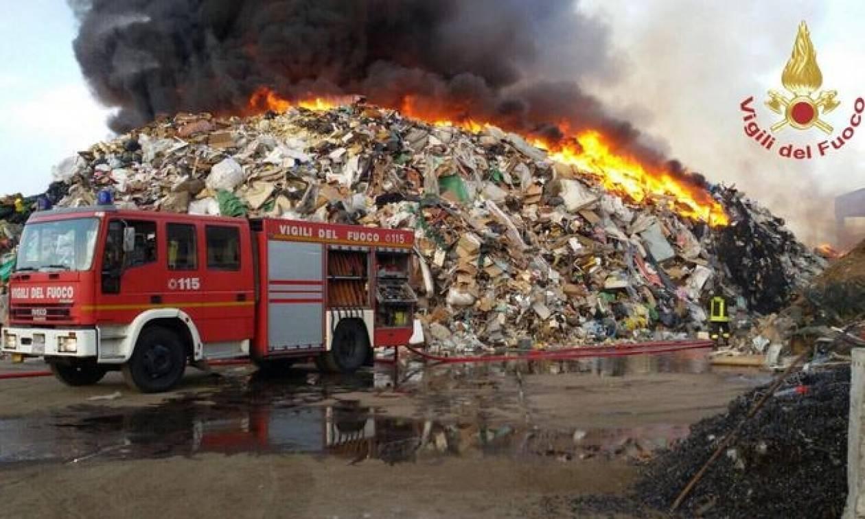 Ιταλία: Πυρκαγιά σε χώρο με ειδικά απορρίμματα - Κίνδυνος τοξικών αναθυμιάσεων
