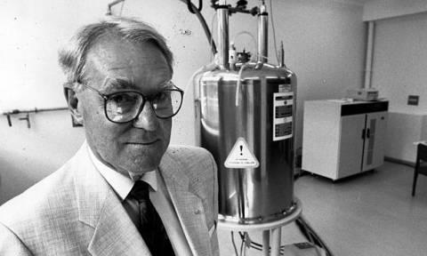 Sir John Cornforth: Ποιος είναι ο σπουδαίος επιστήμονας που τιμά η Google με doodle