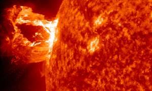 Ήλιος έστειλε την πιο ισχυρή ηλιακή έκλαμψή του εδώ και 12 χρόνια - Τι σημαίνει;