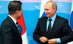 Путину подарили бамбуковую удочку