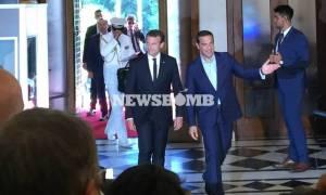 Επίσκεψη Μακρόν LIVE: Στο Μέγαρο Μαξίμου ο Γάλλος Πρόεδρος