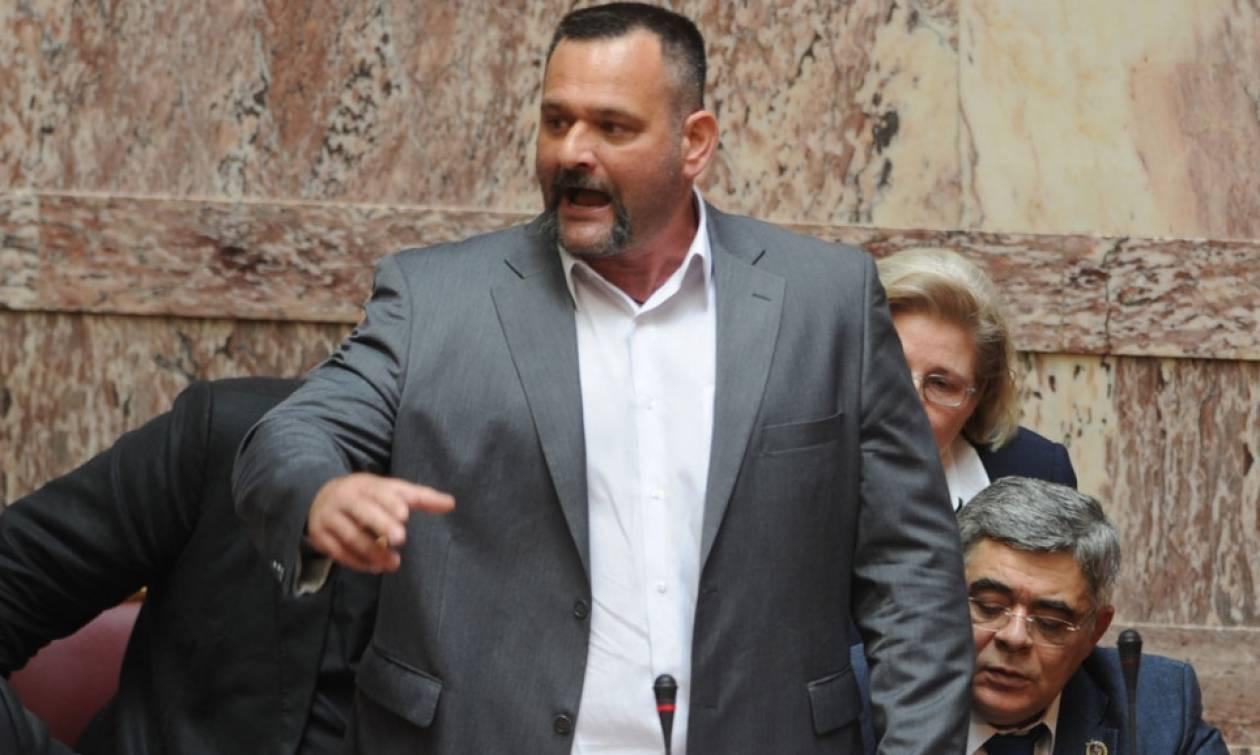 Γιάννης Λαγός στη Βουλή: «Ελλάς, Ελλήνων, Χριστιανών» - Το σύνθημα που προκάλεσε σάλο (vid)