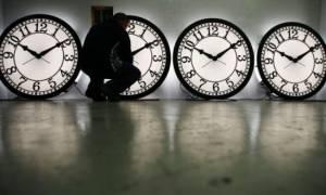 Δείτε πότε αλλάζει η ώρα σε χειμερινή: Πότε θα γυρίσουμε τα ρολόγια μία ώρα πίσω