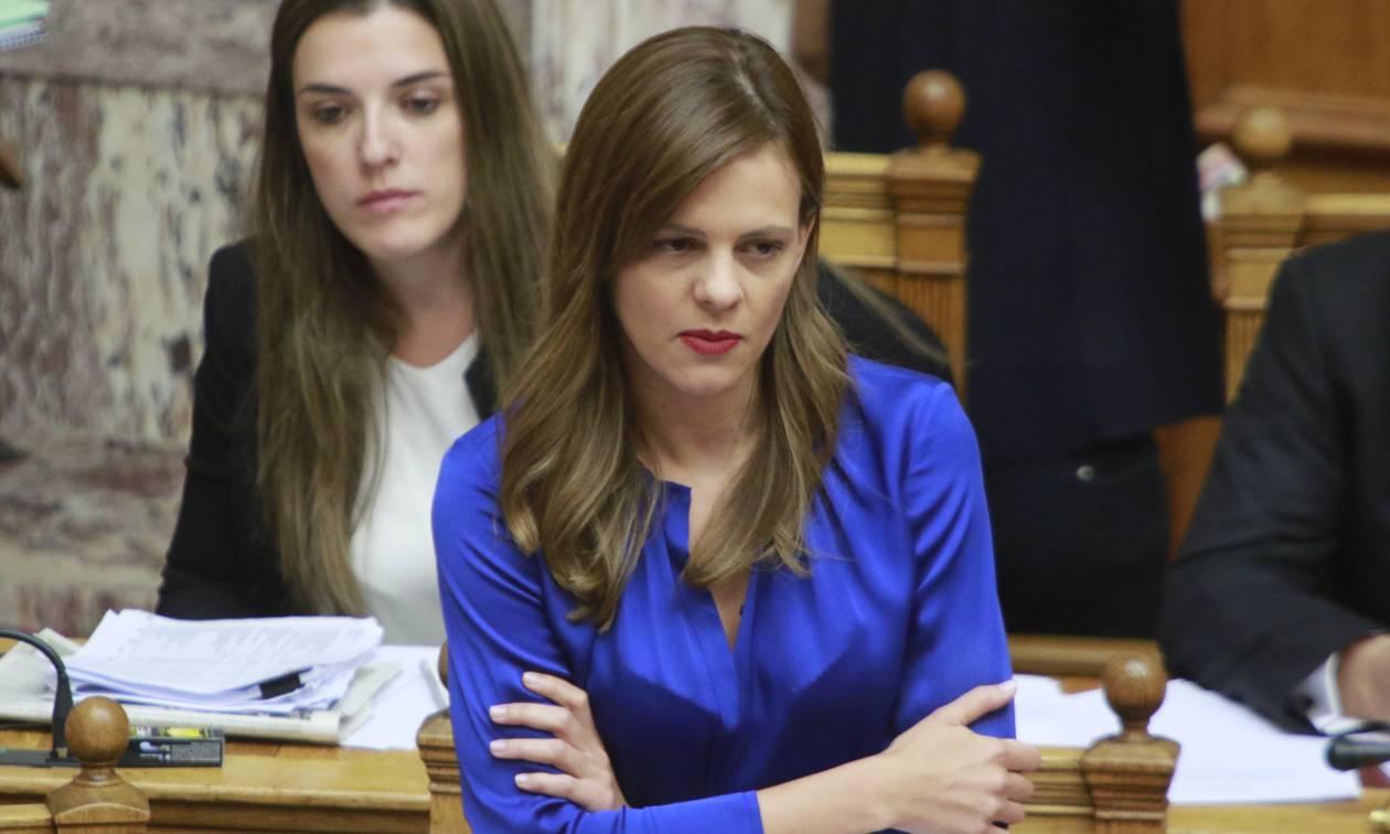 «Πόλεμος» στη Βουλή: Η Αχτσιόγλου απέσυρε διατάξεις στο νομοσχέδιο για τα εργασιακά