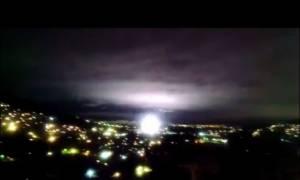 Σεισμός Μεξικό: Πανικός από τις μυστηριώδεις λάμψεις που φώτισαν τον ουρανό  - Δείτε βίντεο