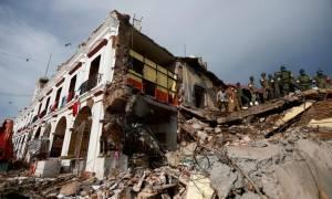 Σεισμός Μεξικό: Συνεχίζονται οι προσπάθειες να βρεθούν επιζώντες - Τουλάχιστον 59 νεκροί (vids)