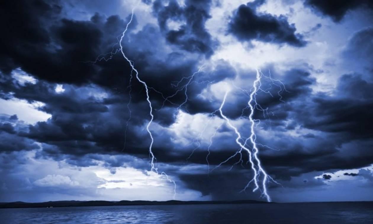 Άρχισε η κακοκαιρία: Δείτε πού βρέχει τώρα και πού θα βρέξει τις επόμενες ώρες