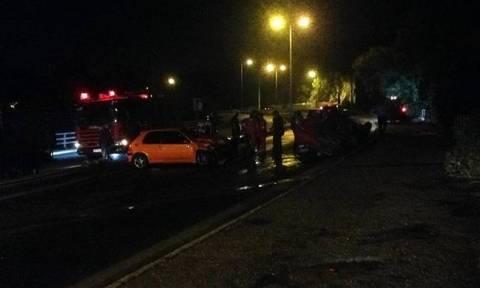 Ασυνείδητος οδηγός «καρφώθηκε» σε δύο αυτοκίνητα και εγκατέλειψε το σημείο της σύγκρουσης
