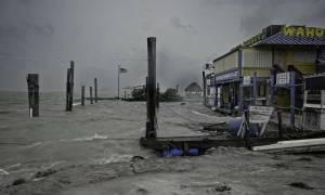 Έφθασε στη Φλόριντα ο φονικός τυφώνας Ίρμα - «Όσοι δεν φύγετε δεν θα επιβιώσετε»