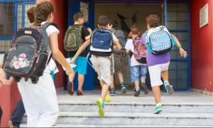 Πρώτο κουδούνι τη Δευτέρα για χιλιάδες μαθητές - Τι πρέπει να γνωρίζετε για τη νέα σχολική χρονιά
