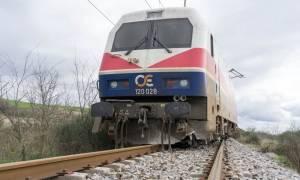 Βέροια: Σφοδρή σύγκρουση αυτοκινήτου με αμαξοστοιχία - Σοβαρά τραυματισμένος ο οδηγός