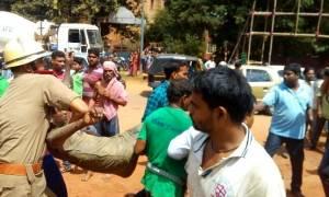 Φονική κατάρρευση γέφυρας στην Ινδία