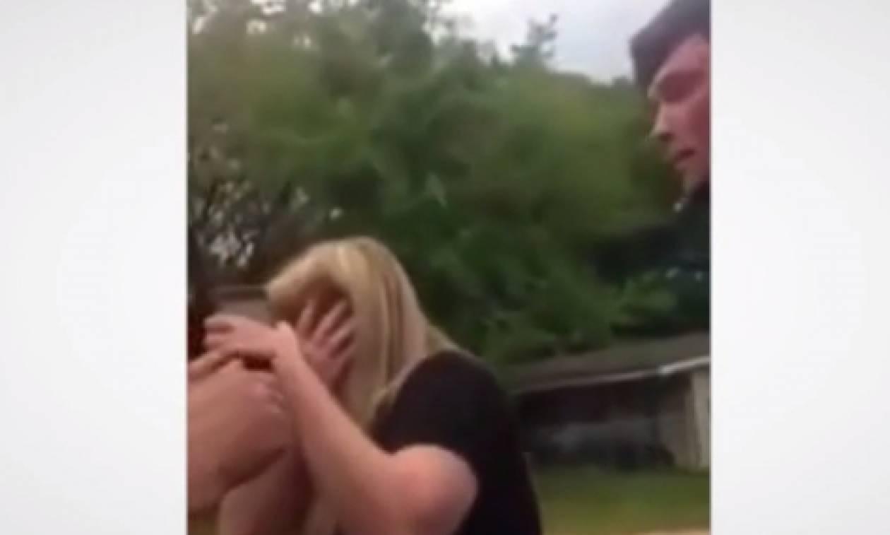 Χτύπησε μια γυναίκα! Το μάθημα που του έδωσε ο γιος της δεν θα το ξεχάσει ποτέ... (video)