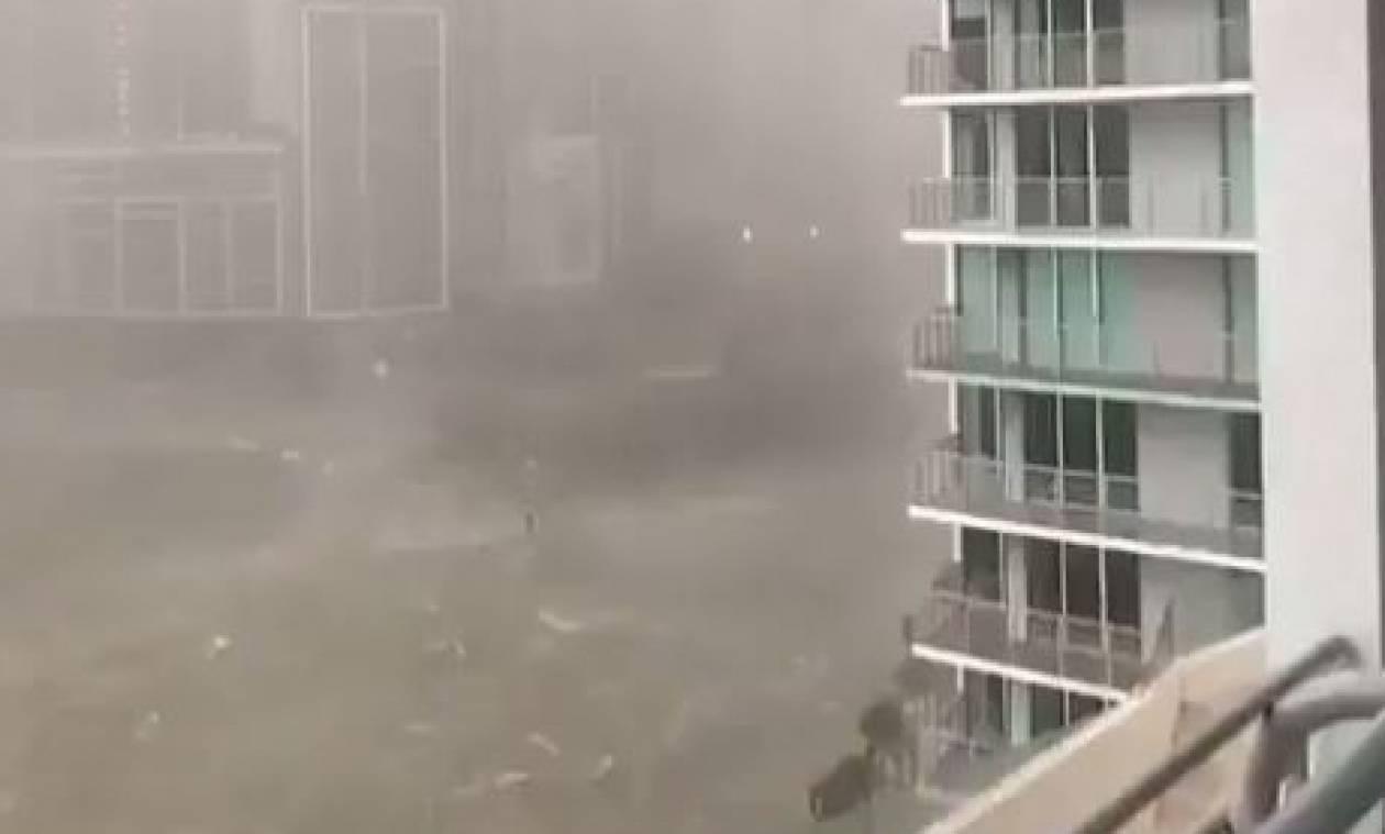 Βίντεο ΣΟΚ - Τυφώνας Ίρμα: Γιγαντιαία κύματα χτυπούν ουρανοξύστες (vids)
