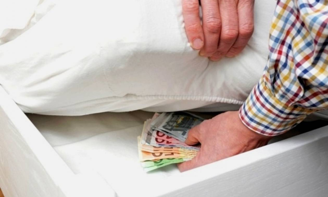Οι Έλληνες κρύβουν...στα στρώματα 38 δις ευρώ μετρητά