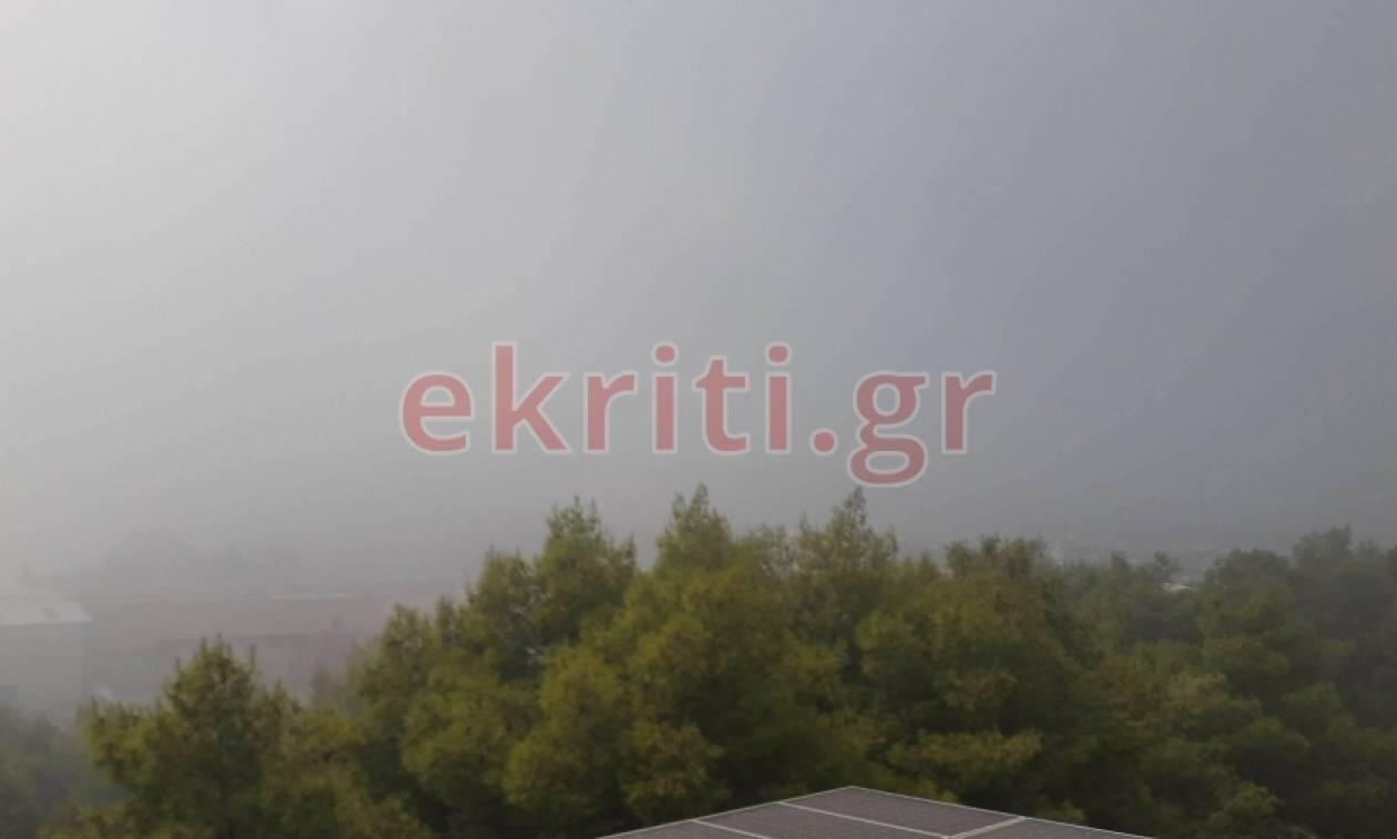 Απίστευτες εικόνες από το Ηράκλειο: Αποπνικτική η ατμόσφαιρα – Υδρατμοί κάλυψαν τα πάντα